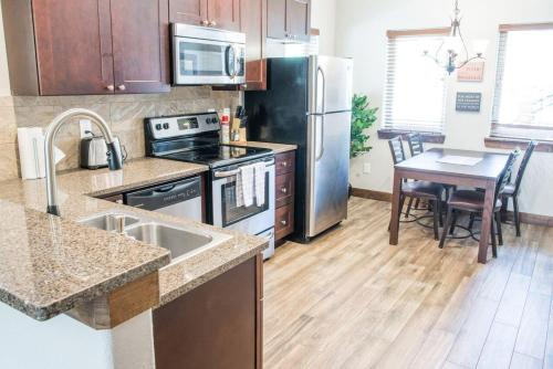 Bear Lake 140 Apartment - Estes Park, CO 80517