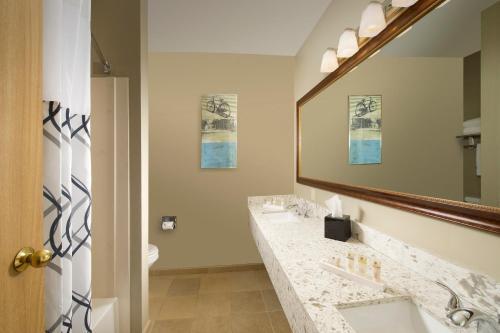 Redmond Inn - Redmond, WA 98052