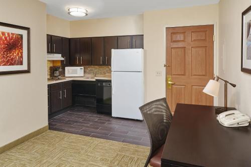 Staybridge Suites Glenview Photo