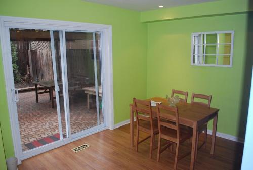 Lenau Guest House - Toronto, ON M5B 1H2