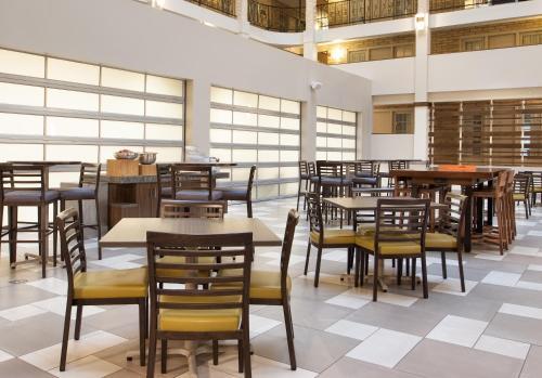 Embassy Suites By Hilton Bloomington / Minneapolis