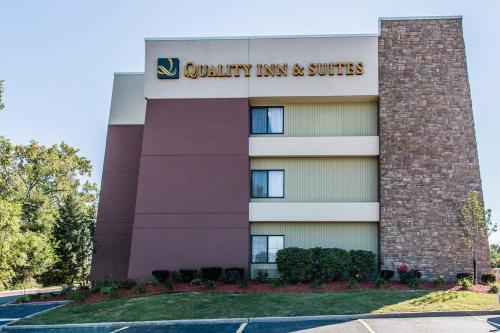 Quality Inn & Suites Warren