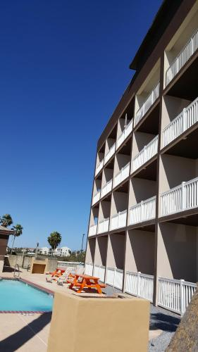 Blue Bay Inn and Suites Photo