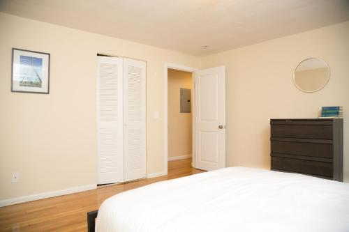 Two-Bedroom on Kent Street Apt 12 Photo