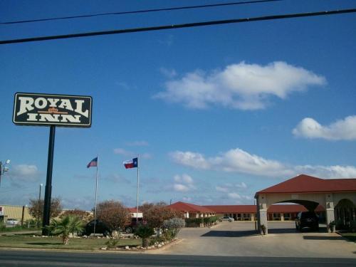 Royal Inn Pearsall - Pearsall, TX 78061