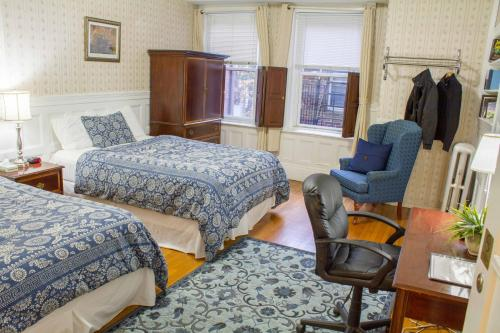 Beacon Inn 1750 Photo