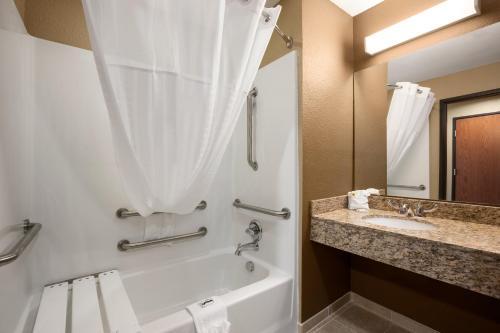 Microtel Inn & Suites Kenedy Photo