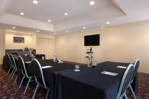 Hawthorn Suites by Wyndham Philadelphia Airport Photo
