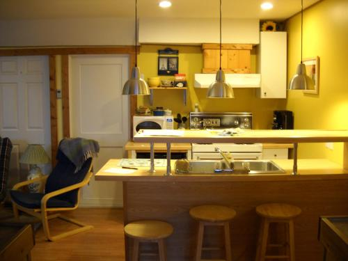 Pine Cones Guest House - Golden, BC V0A 1H0