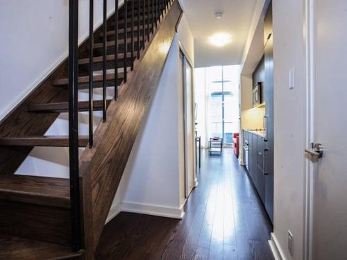 Pinnacle Suites - Trendy 2-story Loft - Toronto, ON M6K 3E7