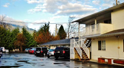 Park Motel - Hope, BC V0X 1L0