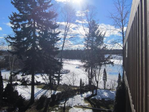 Water's Edge Bed & Breakfast - Prince George, BC V2K 1E3