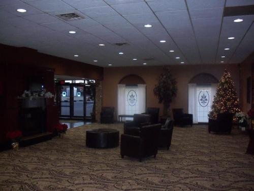 Gladstone Inn And Suites - Jamestown, ND 58401