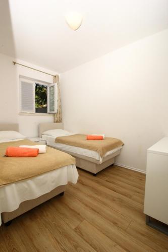 Apartments Dubreta
