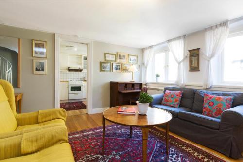 Lady Hamilton Apartments photo 16