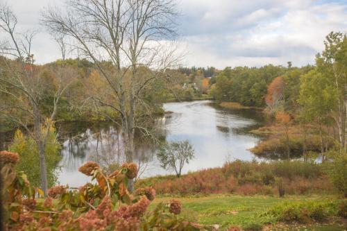 Riverhouse Photo