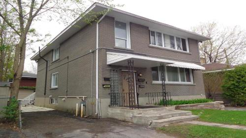 Adib Apartments - 840 Woodroffe Ave Unit 1