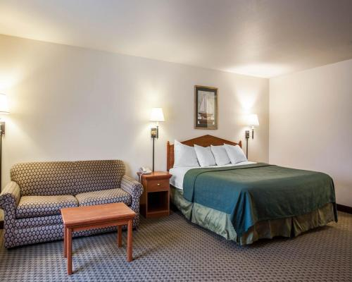 Quality Inn & Suites Federal Way - Federal Way, WA 98003