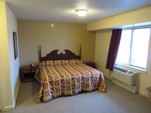 Budgetel Inn And Suites - Louisville - Louisville, KY 40218