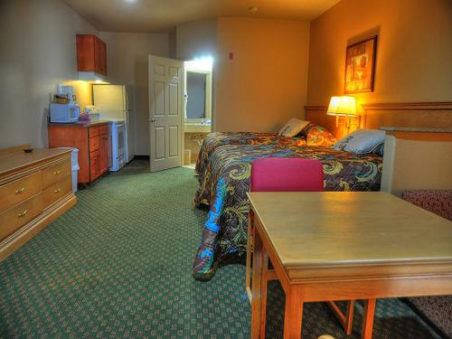 Lone Star Inn And Suites Victoria - Victoria, TX 77905