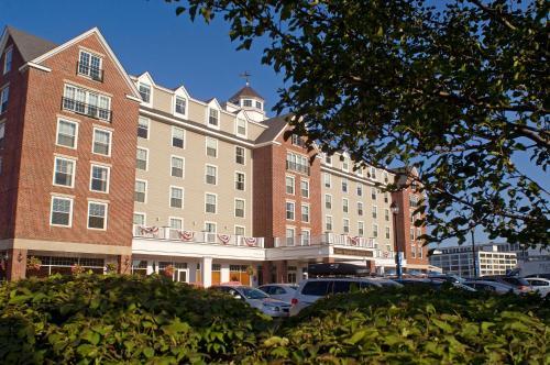 Salem Waterfront Hotel & Suites Photo
