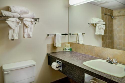 Lakeview Inn & Suites Drayton Valley Photo