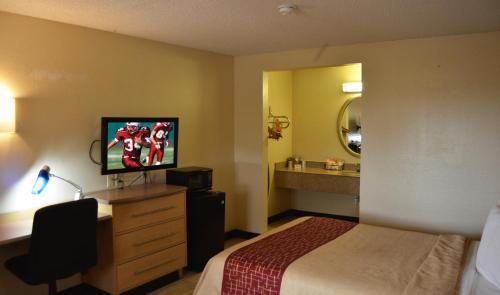 Red Roof Inn San Antonio - Lackland Southwest - San Antonio, TX 78227