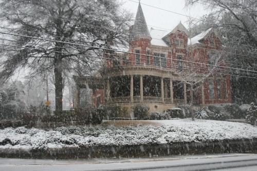 HotelBurke Mansion