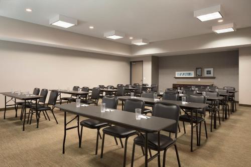 Quality Inn & Suites Houston Westchase-Westheimer Photo