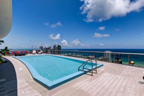 Beachwalk Resort Hallandale Beach Photo