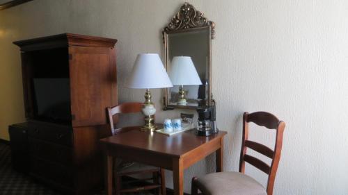 Rodeway Inn and Suites Boulder Broker Photo