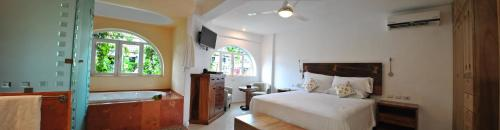 Hotel Andales on the Bay Suites Photo