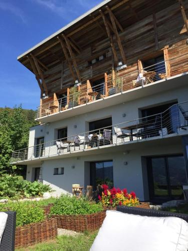 181 Le Thoron, 74290 Talloires, France.