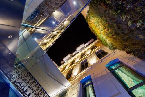 hotel c2 h tel 48 rue roux de brignoles 13006 marseille adresse horaire. Black Bedroom Furniture Sets. Home Design Ideas