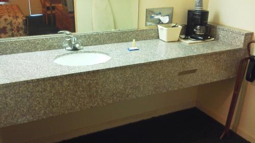 Econo Lodge Inn & Suites Enterprise Photo