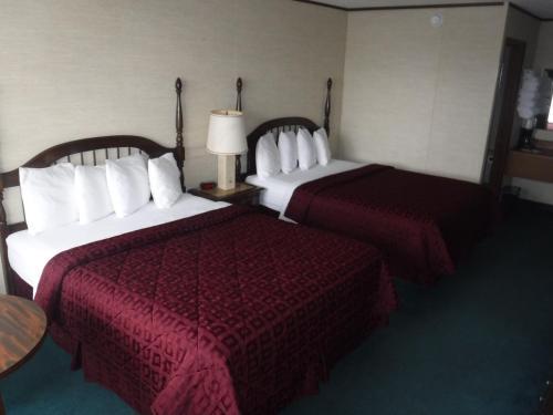 Colonial Mountain Inn Photo