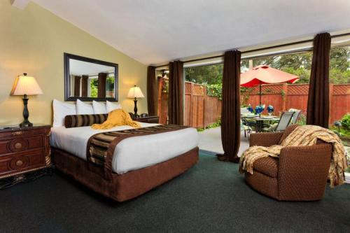Monterey Peninsula Inn Photo
