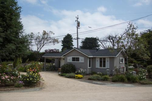 Carmel River Inn Photo