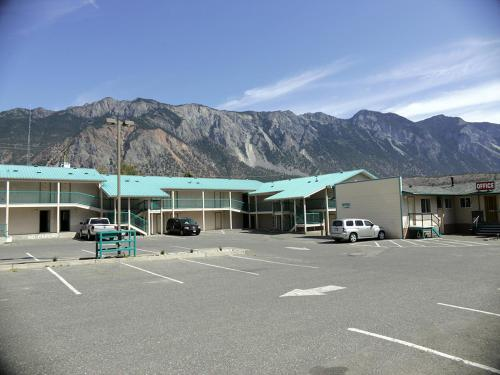 Canadas Best Value Inn Mile 0 - Lillooet, BC V0K 1V0