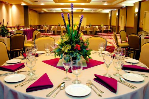 Red Lion Hotel & Conference Center - Seattle/renton - Renton, WA 98055