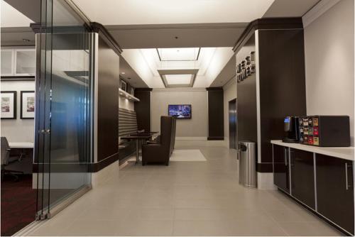 Global Luxury Suites at Howard Street photo 2