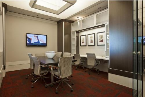 Global Luxury Suites at Howard Street photo 8
