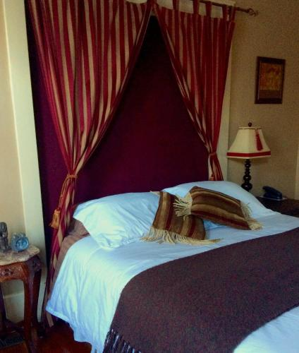 River Wynde Executive Bed & Breakfast Photo