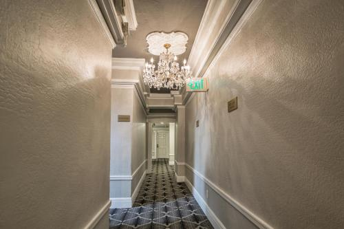 Nob Hill Hotel Photo