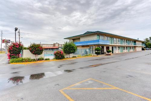 Rodeway Inn - Jonesboro, AR 72401