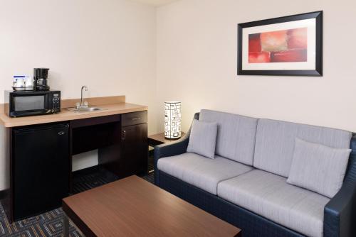 Holiday Inn Express Hotel & Suites Bessemer - Bessemer, AL 35022