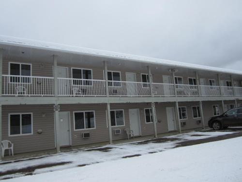Kacee's Northern Suites - Fort Nelson, BC V0C 1R0