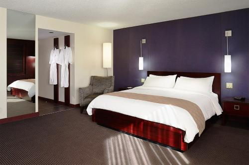 Hotel Ruby Foo's Photo