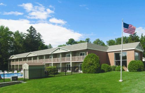 University Inn Academic Suites - Orono, ME 04473