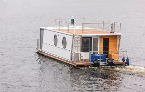 Holiday Home De luxe twin King Houseboat 1